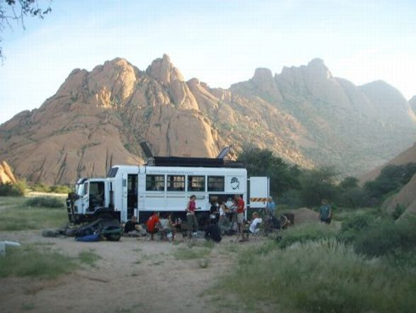 Camping mit Overlandtruck irgendwo in Namibia