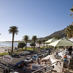 Camps Bay Beach Road (Foto: Dein Suedafrika)