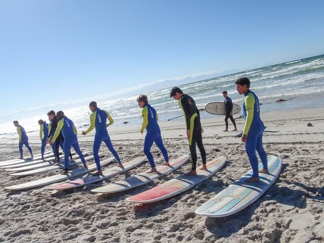 Surfkurs (Foto Garys Surf School)